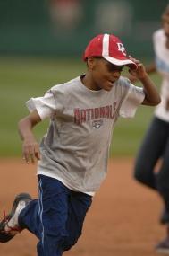 kids run bases.JPG