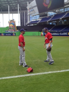 Gonzalez and Ryan Vogelsong chat after playing catch on Monday.