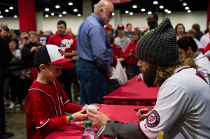 Jayson Werth signs autographs