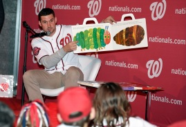 Ryan Zimmerman reads to Jr. Nats fans.